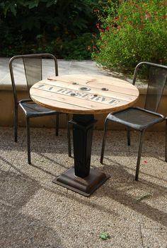 Réalisation de tables de terrasse pour un bar à vin http://unairderecup.canalblog.com/
