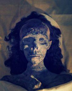 Come è morto Tutankamon? Nulla di romantico, nè di misterioso e neppure un complotto a corte, un tragico inciente stradal http://tuttacronaca.wordpress.com/2013/11/04/tutankamon-morto-in-un-incidente-stradale-travolto-da-un-carro/