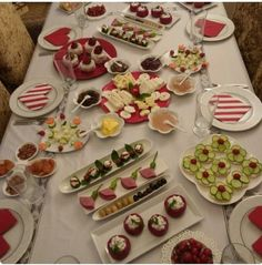 Masa süsleme Breakfast Table Setting, Breakfast Time, Best Breakfast, Breakfast Recipes, Afghan Food Recipes, Lunch Buffet, Finger Food Appetizers, Food Decoration, Turkish Recipes