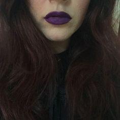 Rossetti sobri per iniziare l'anno. Chi è sobrio a capodanno è sobrio tutto l'anno? Perfetto! Questo amore di viola è Pandemonium dei #ViceLipstick di @urbandecaycosmetics :) #consiglidimakeup #urbandecay #urbandecaycosmetics #sephoraitalia #sephora #lipstick #violetlipstick