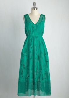 Admire the precious sparkle of the sea sporting a pocketed dress that mirrors its melodic beauty. The wavy cutouts, netted trim, and back-tied drawstring of this wonderfully slip-lined wear by Tracy Reese exude casual elegance, while its jade hue lets off a vibe of pure loveliness!