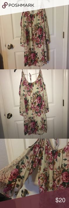 Floral dress with lace sleeves Floral dress with lace sleeves. Super cute Dresses
