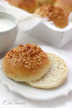 Almond dinner buns
