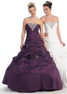 Quinceanera dress- These professional tips from social occasions party planners will allow you to find the right Quinceanera dress really quickly! Inexpensive Prom Dresses, Unique Prom Dresses, Prom Dresses Online, Pretty Dresses, Strapless Dress Formal, Bridesmaid Dresses, Wedding Dresses, Plum Dresses, Sweet Sixteen Dresses