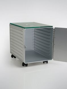 Cargo Box from the inside - can also be used for storage Aluminum Fabrication, Coffee Shop Furniture, Work System, Food Containers, Covered Boxes, Outdoor Furniture, Outdoor Decor, Tool Box, Cover Design