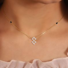 Diamond Mangalsutra, Gold Mangalsutra Designs, Gold Jewellery Design, Womens Jewelry Rings, Bridal Jewelry, India Online, Gold Jewelry Simple, Necklace Designs, Gold Necklace