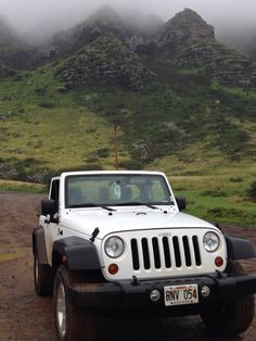 #jeep #hawaii White Jeep Wrangler, Jeep Jeep, Jeep Life, Vroom Vroom, Dream Cars, Classic Cars, Motorcycles, Paradise, Road Trip
