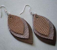 Pendientes de cuero caseros con forma de pluma fáciles