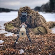 Atthaporn Suwanarat sights in with the Mod 7 Sniper Rifle aboard Marine Corps Base Quantico, Virginia, January Military Guns, Military Photos, Military Women, The Sniper, Sniper Rifles, Tactical Rifles, Ps Wallpaper, Marine Corps Bases, Sniper Training