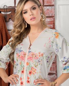 BLUSA FONSECA  DEL CATALOGO DE ROPA TYT 12419 Outfit Elegantes, Color Beige, Floral Tops, Women, Fashion, Full Sleeves, Feminine, Moda, Women's