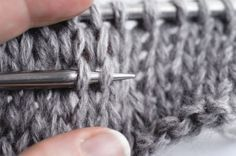How to easily undo knitting rows. Knitting Stiches, Knitting Socks, Crochet Motif, Crochet Yarn, Crochet Needles, Owl Hat, Learn How To Knit, Knit Patterns, Knitting Projects