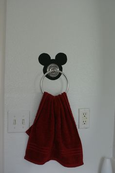 mickey and minnie mouse bathroom decor - Internal Home Design Mickey Mouse Bathroom, Mickey Mouse House, Mickey Mouse Kitchen, Mickey Y Minnie, Disney Kitchen, Minnie Mouse, Casa Disney, Disney Rooms, Home Design