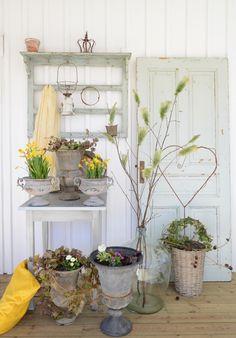 Anna Stenberg: Lantligt på Svanängen--so pretty! Vibeke Design, She Sheds, Spring Blooms, Cottage Homes, Scandinavian Style, Easter Crafts, Backyard, Patio, Spring Time