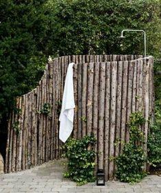 Outdoor Bathrooms 547117054710902301 - Douche de jardin – garden shower Source by harmoninie Outdoor Baths, Outdoor Bathrooms, Outdoor Rooms, Outdoor Gardens, Outdoor Living, Outdoor Decor, Rustic Outdoor, Outdoor Kitchens, Rustic Decor