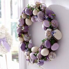 Give an Easter makeover to your door with a striking Easter door decoration. Glance through our fresh and peppy ideas here for an Easter-ready front door. Wreath Crafts, Diy Wreath, Wreath Ideas, Ornament Wreath, Oster Dekor, Diy Ostern, Holiday Wreaths, Easter Wreaths Diy, Spring Wreaths