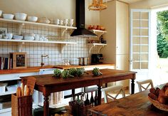 What could be more charming than a rustic kitchen in an farmhouse — or perhaps one that just appears that way? Get our best ideas for designing an elegant, rustic country kitchen. Rustic Country Kitchens, Country Kitchen Designs, Farmhouse Kitchens, Farmhouse Table, French Kitchens, Farmhouse Interior, Farmhouse Decor, Kitchen Cabinetry, Kitchen Dining