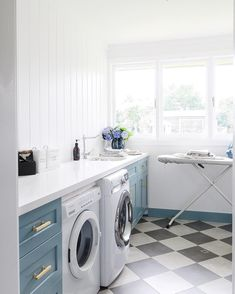 Very pretty laundry room. I like the floors and the blue cabinets and the light and the size of the room. Cheap Countertops, White Countertops, Kitchen Counters, Checkered Floors, Laundry Room Design, Laundry Rooms, Laundry Room Inspiration, Blue Cabinets, Minimalist Home