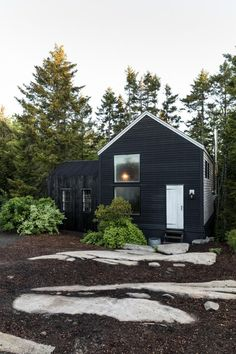 Curb Appeal: A Classic New England Color Palette on Spruce Head in Maine - Toyomakmur Black House Exterior, Exterior House Colors, Exterior Design, Exterior Shutters, Maine House, My House, Garage House, Scandi Home, Scandinavian House
