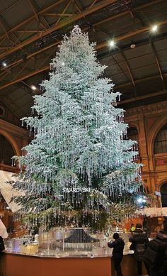 Swarovski tree - if I am not mistaking, it stands in the Train Station in Berlin. Christmas Tree Design, Beautiful Christmas Trees, Noel Christmas, Little Christmas, Winter Christmas, Christmas Lights, Xmas Trees, Tree Decorations, Christmas Decorations