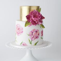 Check out @polkadotbride's round up of wedding cakes for Summer, including some of our recent designs!