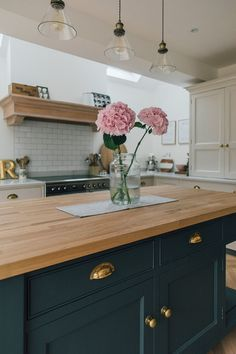 Hydrangeas On A Wooden Island Work Surface - A Modern Country Farrow & Ball Downpipe And Skimming Stone Kitchen With Oak Parquet Flooring Luxury Kitchen Design, Best Kitchen Designs, Luxury Kitchens, Interior Design Kitchen, Home Kitchens, Home Decor Kitchen, Kitchen Living, New Kitchen, Stone Kitchen
