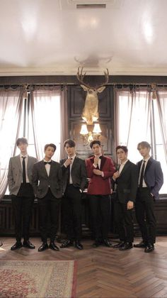 They look like rich mansion owners. K Pop, Astro Wallpaper, Lee Dong Min, Astro Fandom Name, Astro Boy, Fans Cafe, Sanha, Korean Bands, Stars
