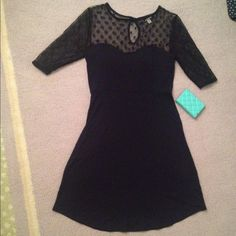 Victoria's Secret dark blue dress xs Gently used Victoria's Secret dress.  Almost new with built in bra.   Top features two different lace design. One is dots, the other is flower pattern.  Perfect dress to go from office to night on the town! Victoria's Secret Dresses Midi