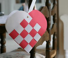This cool valentines heart tutorial is from splaneyo.blogspot.com. Check out my other valentines stuff!