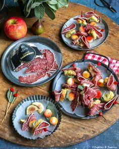 Brochette de saucisson, pommes, figues et sauge