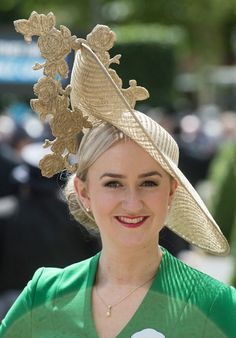 Royal Ascot, June Dozens of stylish ladies opted for 'hatinators' ta today's races Fascinator Hats, Headpiece, Fascinators, Royal Ascot Hats, Western Hats, Derby Day, Fancy Hats, Kentucky Derby Hats, Hats For Women