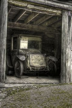 1922 Milburn Electric Light Brougham abandoned