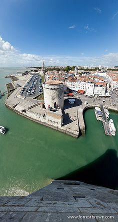 La Rochelle ~belle vue de l'entrée du port