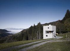 cubic concrete mountain cabin by marte.marte architekten 1 thumb 970xauto 19151 Cubic Concrete Mountain Cabin by Marte.Marte Architekten