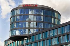 Oracle is gearing up to hire 1,000 sales representatives in Europe, the Middle East and Africa as it expands its cloud offerings in those regions.