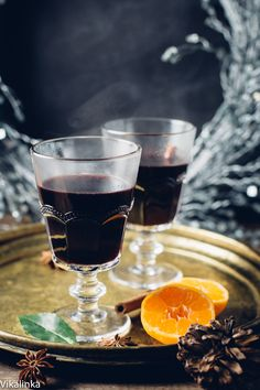 This festive mulled wine recipe is a real winner. You won't find anything tastier to sip on during long and chilly winter nights! I think I would swap the star anise for cloves though. Cocktail Recipes, Wine Recipes, Dessert Recipes, Top Recipes, Cocktails, Fun Drinks, Yummy Drinks, Beverages, Sweet Desserts