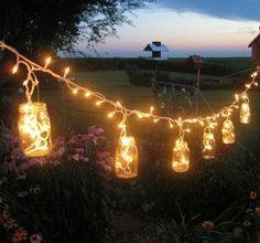 Sehe dir das Foto von Bluemchen mit dem Titel DIY Lichterkette für den Garten mit leeren Marmeladengläsern und einer Lichterkette und andere inspirierende Bilder auf Spaaz.de an.