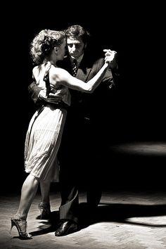Un abbraccio avvolgente con il tango