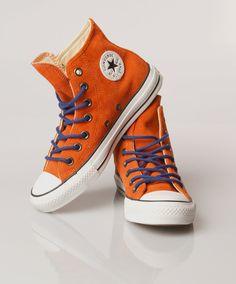 Tijdloze All Star Chuck Taylor hoge suède sneakers van Converse. Deze schoenen zijn de perfecte balans tussen fashion en sport.