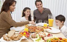Η σημασία του να τρώει μαζί όλη η οικογένεια για ένα παιδί http://biologikaorganikaproionta.com/health/157737/