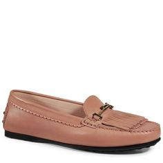 City Gommino loafers in smooth leather with exposed hand stitching, Tod's Double T buckle in branded metal, double fringe and iconic rubber outsole with embossed pebbles.