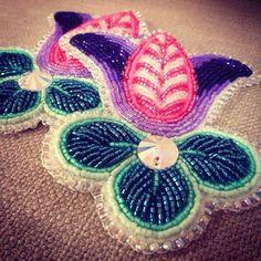Close up, hair ties. Niio Perkins beadwork Mohawk from Akwesasne. Powwow Beadwork, Native Beadwork, Native American Beadwork, Beadwork Designs, Native American Crafts, Nativity Crafts, Beading Techniques, Sewing Art, Beading Projects