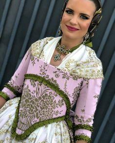 Raquel Garcia, Fairytale Dress, Heart With Arrow, Sari, Costumes, Instagram, Beautiful, Dresses, Ideas