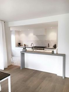 Small Space Living, Small Spaces, Kitchen Columns, Kitchen Layouts With Island, Kitchen Remodel, Kitchen Design, New Homes, Bathtub, House Design