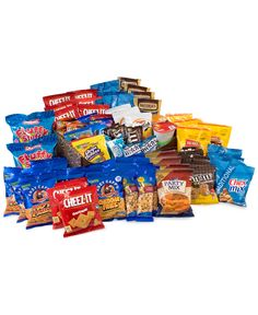 Stock up on the goodies you crave with this assortment from SnackBoxPros, filled with a delicious variety of popcorn, peanuts, cookies, candy and more. Popcorn Snacks, Party Snacks, Night Snacks, Party Appetizers, Party Mix, Big Party, Rice Krispie Treats, Rice Krispies, Yummy Snacks