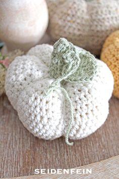 Tutorial Häkelkürbis * tutorial crochet pumpkin Diy Tutorial, Tutorial Crochet, Crochet Pumpkin, Crochet Decoration, The Beautiful Country, Diy Crochet, Blog, Country Life, Holidays