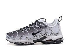 c07a3bfc7e3 Chaussures Nike Air Max Tn Plus Ultra Les Sports Camouflage Femme Enfant  Noir blanc 881560 431