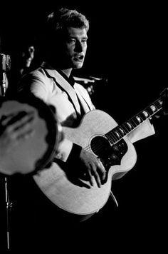 Ce mercredi 15 juin 2016, le rockeur Johnny Hallyday fête ses 73 ans. Retour sur son parcours exceptionnel.