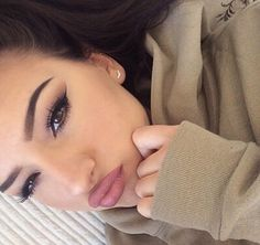 | @lushfullux | eyebrows