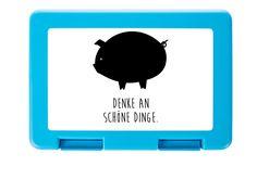 Brotdose Schwein Classic aus Premium Kunststoff  schwarz - Das Original von Mr. & Mrs. Panda.  Diese wunderschöne Brotdose von Mr. & Mrs. Panda ist wirklich etwas ganz Besonderes - sie ist stabil, sehr hochwertig und mit einer exklusiven und schimmernden bedruckten Aluminiumplatte  ausgestattet.    Über unser Motiv Schwein Classic  Schweine sind als glückliche Tiere und haben ihren Lebensraum überall auf der Welt. Als Symbol steht das Schwein für Glück.    Verwendete Materialien  Wir…