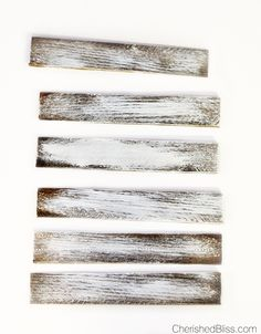 Donner au bois un aspect vieilli with vernis, from the peinture acrylique blanch … - Woodworking Weathered Wood, Old Wood, Barn Wood, Whitewash Wood, Distressed Wood, Pallet Wood, Pallet Ideas, Rustic Wood, Rustic Decor